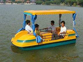 轻巧型4座脚踏船